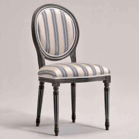 en af de klassiske stole med striber