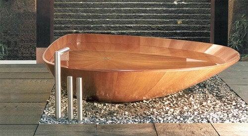 Et moderne badekar i træ
