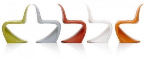 panton-stolen i forskellige farver