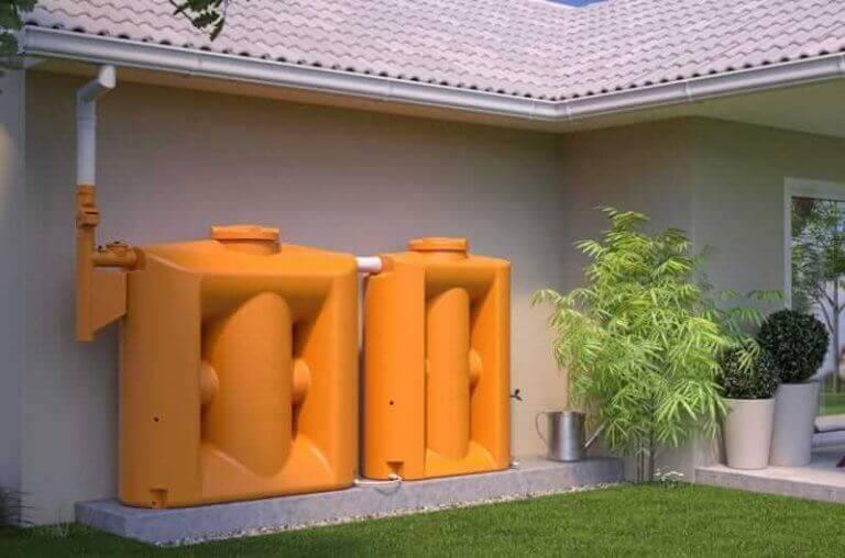 regnvandsopsamlere udenfor