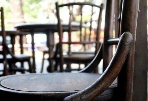 No 14-stolen med åben ryg