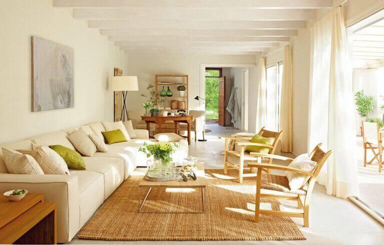 stue med tæppe af espartogræs