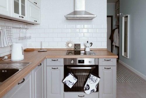 Tag et kig på de forskellige typer af køkkenbordplader