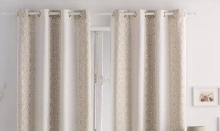 en af de klassiske draperinger til gardiner