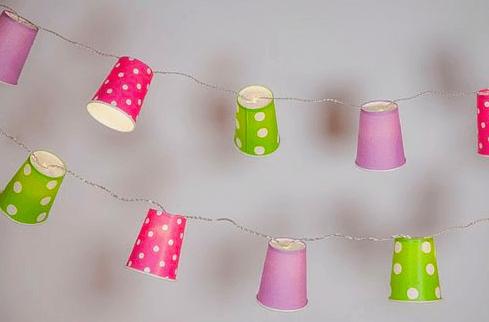 med papirkopper kan du lave dine egne lyskæder