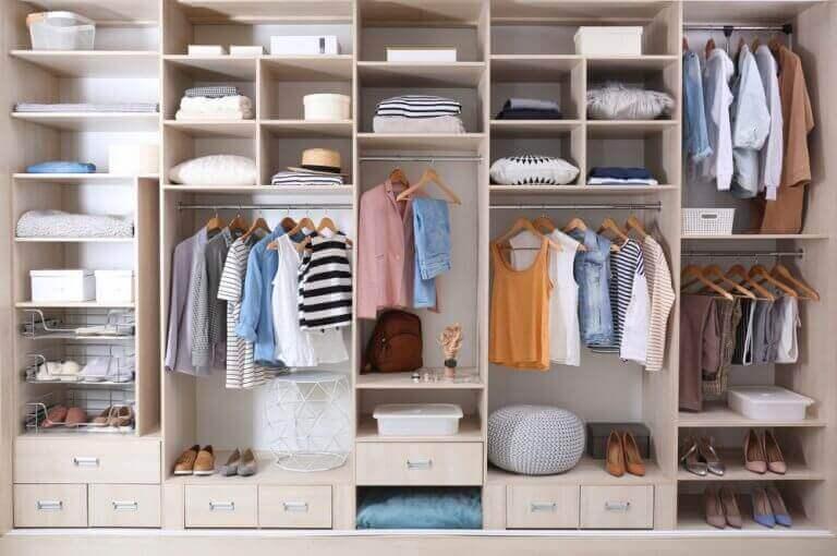 organisering af tøjskab