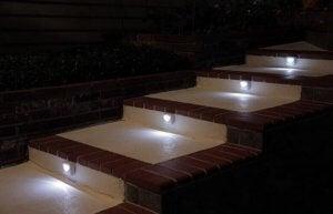 soldrevne lamper på trappen