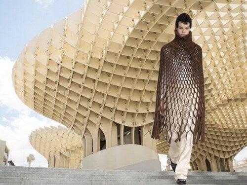 Viktoria Lytra skaber kjoler inspireret af arkitektur