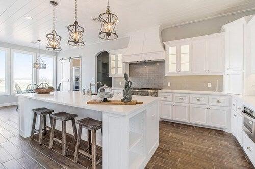 En køkkenø tilbyder mere opbevaringsplads