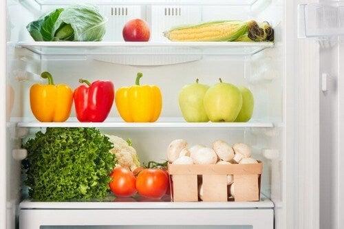 Rent køleskab med frugt og grønt