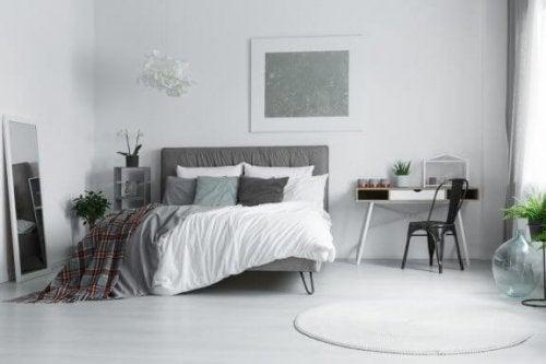 soveværelse i grå nuancer