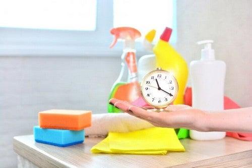 Gør rent i 20 minutter og hold pause i 10 minutter