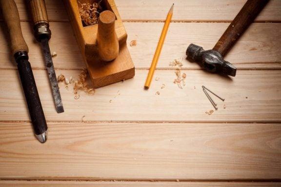 værktøj til at forvandle en dør til et bord