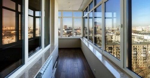Sådan vælger du rette materiale til dine vinduer