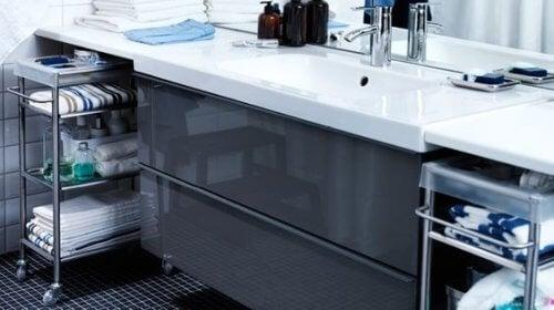 4 tips til at vælge en opbevaringsvogn til dit badeværelse
