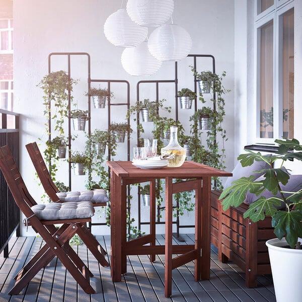 ÄPPLARÖ-bord er en af de smukke muligheder fra IKEA.