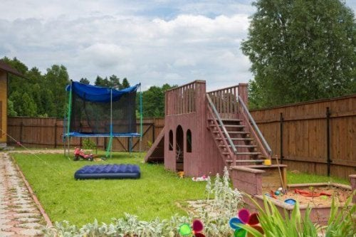 Byg en legeplads i baghaven til dine børn