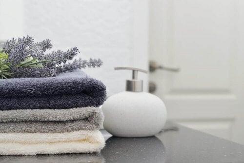 Håndklæder på badeværelset: Skab det perfekte sæt