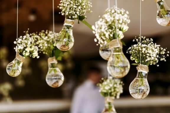 håndlavede dekorationer med lyspærer