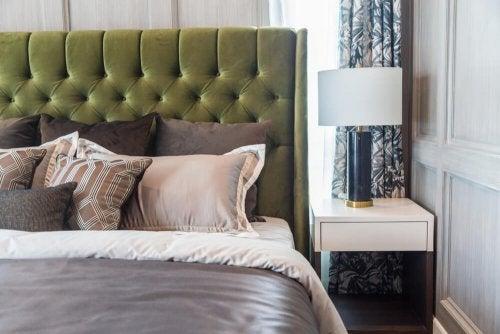 4 hvide sengeborde til dekoration af dit soveværelse