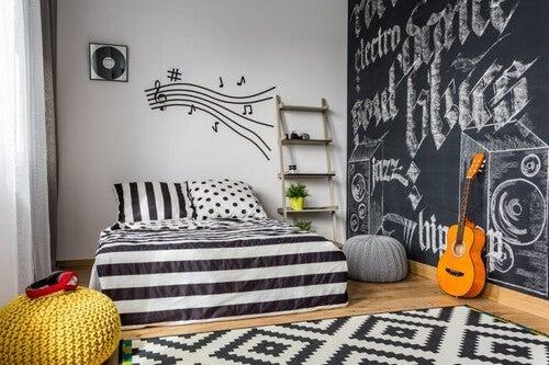 Soveværelse med tavlevæg
