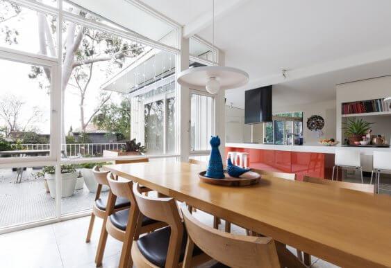At skabe stilen fra midten af 1900-tallet i din stue kræver rene linjer.