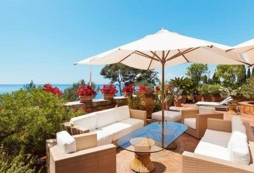 De 4 bedste parasoller til din terrasse