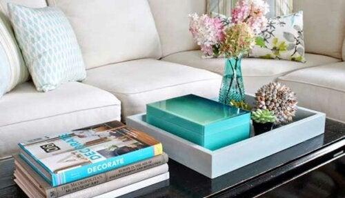 bakker en god måde at indrette og dekorere dit sofabord på