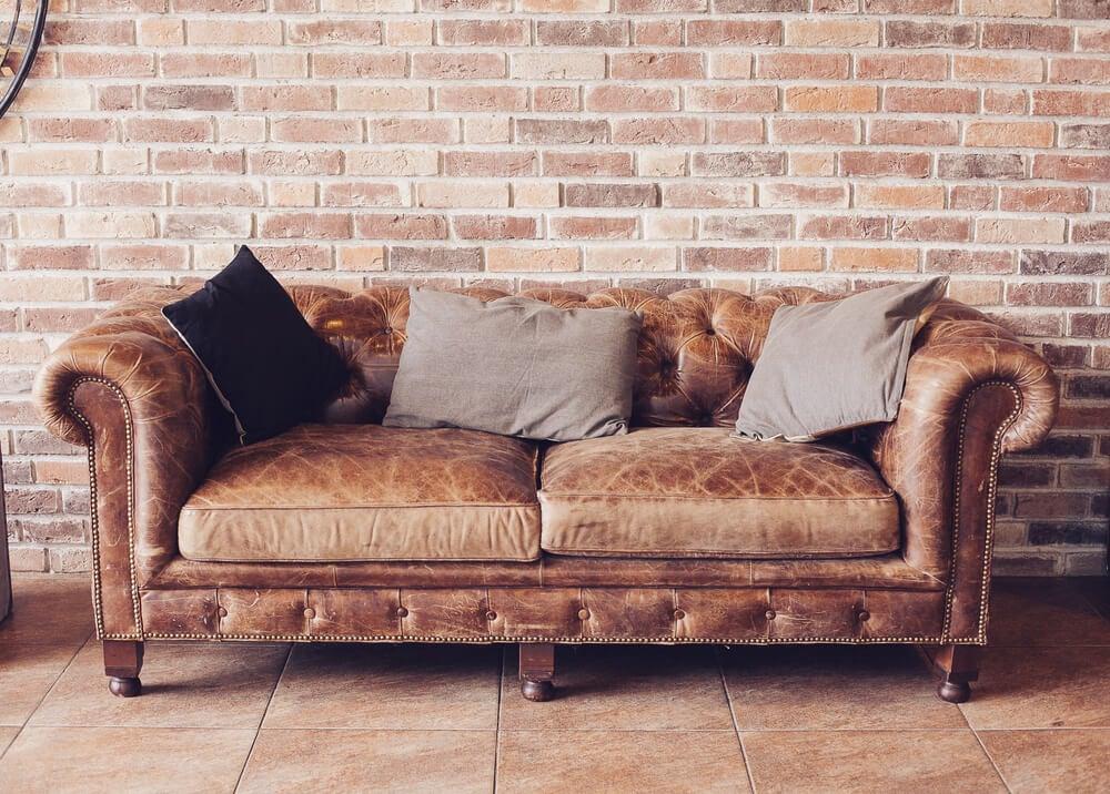 brun sofa i læder