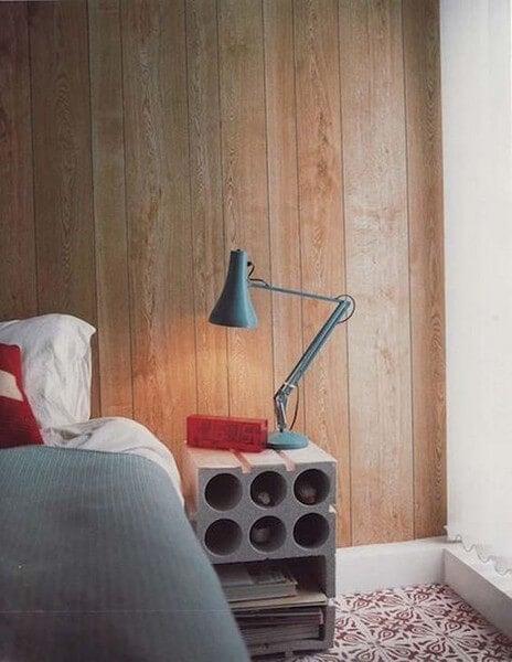 Hjemmelavet natborde af cementblokke