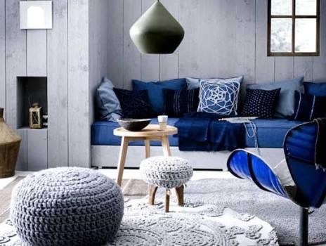 indretning af stue med blå farver