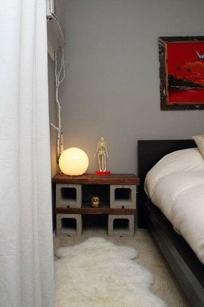 Natbord lavet med cementblokke