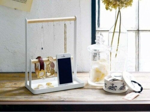 skrivebordsstation til opbevaring af dine ting