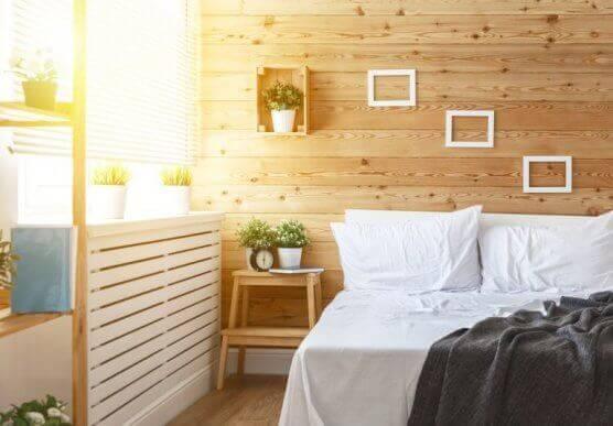 soveværelse med trævæg