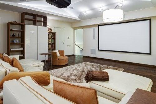 soveværelse med storskærm