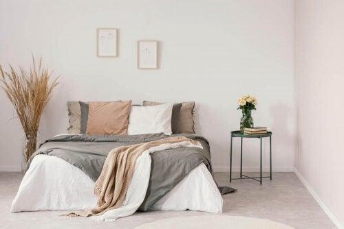 Sådan indretter du dit soveværelse med neutrale farver