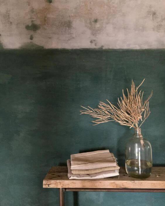 to-farvet væg