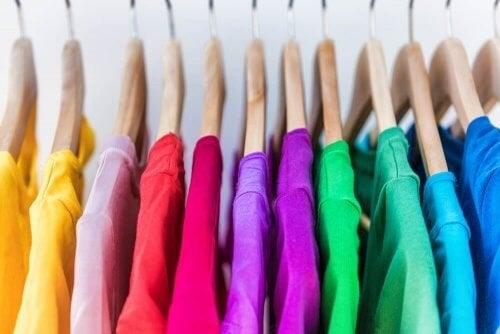 Sådan opnår du et organiseret klædeskab