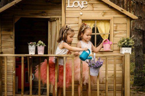 7 måder at dekorere et træhus til dine børn på