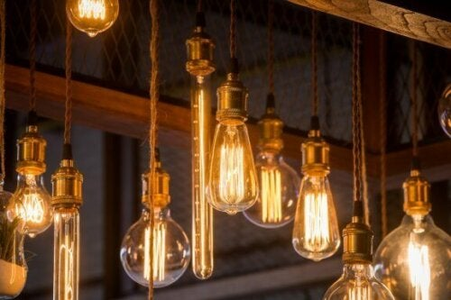 belysningen er yderst vigtig når du skal flytte til et nyt hjem. her ses pærer i forskellige former