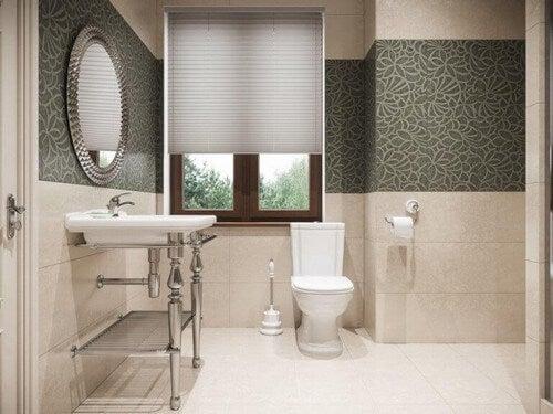 Dekorative badeværelsesfliser til et klassisk badeværelse
