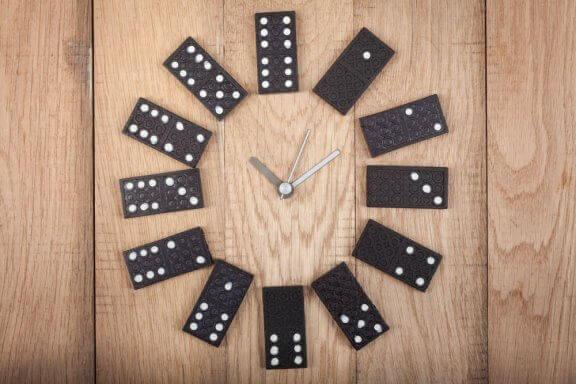 dominobrikker som ur