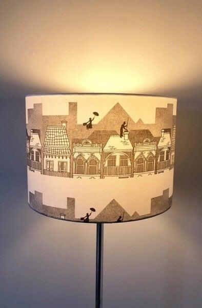 Gulvlampe med kreativ lampeskærm