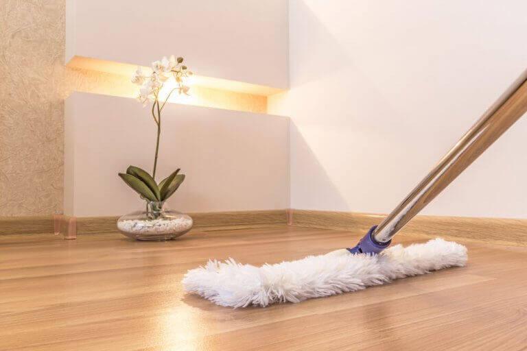 gulvvask til at fjerne fodspor og pletter