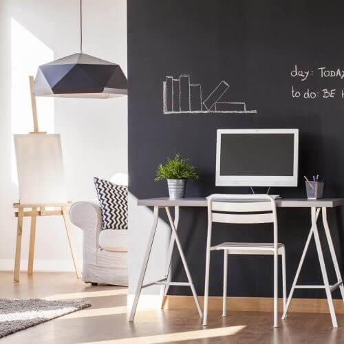 Sådan bruger du kridtmaling til at gendanne møbler