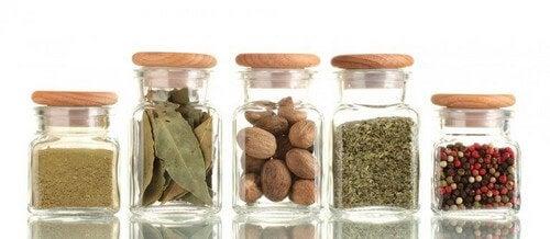 Display med forskellige krydderier