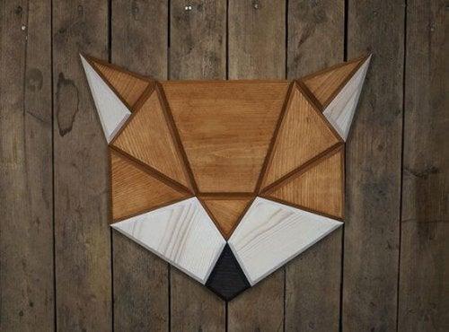 Sådan laver du geometriske vægdekorationer af træ
