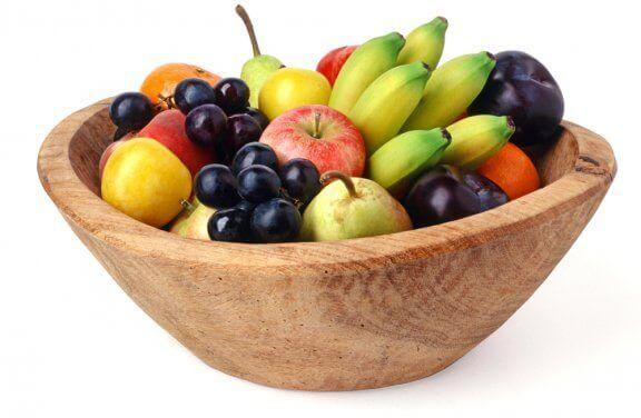 skål med blandet frugt