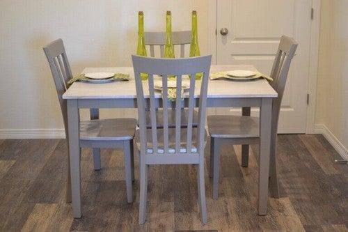 Spisebordsstole gendannet ved hjælp af kridtmaling