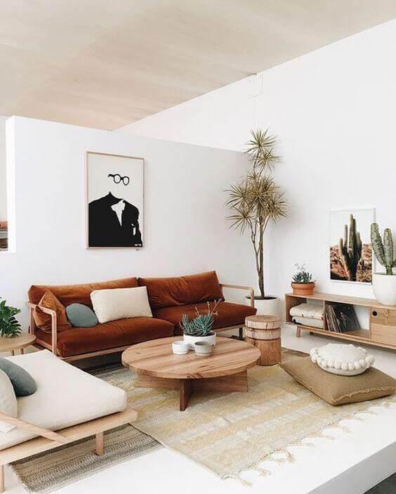 stue med naturlige elementer